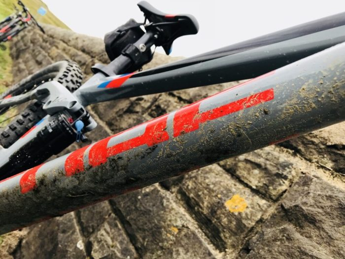 Cube Stereo 140 Youth - mucky downtube