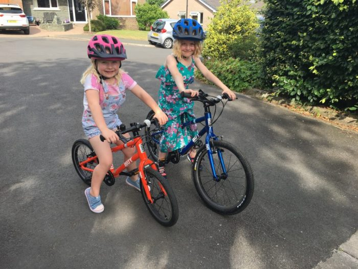 Hoy Bonaly 16 and Hoy Bonaly 20 kids bikes in action