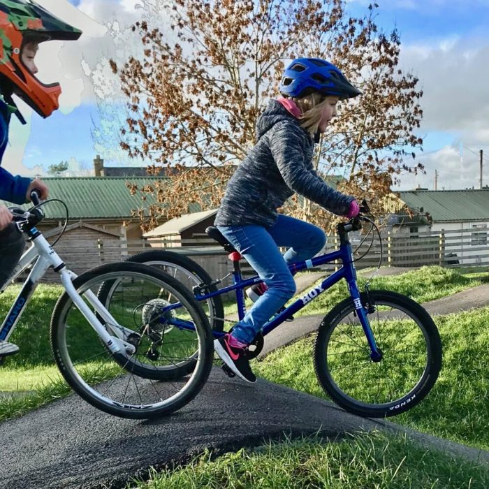 "Hoy Bonaly 20 review: at the pump track on a 20"" wheel kids bike with gears for the first time"