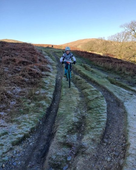 Islabikes Beinn 27 Review - kids bike being used for winter mountain biking