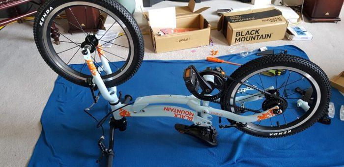Swapping the Black Mountain Pinto from balance bike to pedal bike mode