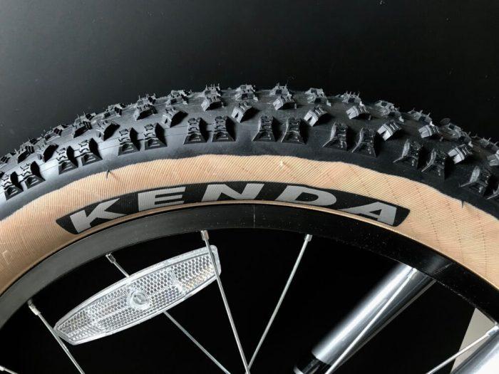 Vitus 20+ kids bike Kenda tyre with tan wall