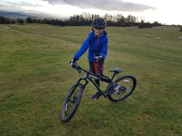 Islabikes Creig 27 in action - kids mountain bike review
