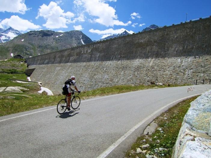 Diga di Serrù (Serrù Dam)