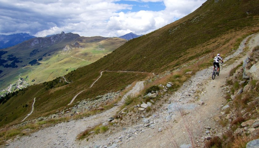 Road to Col des Mines
