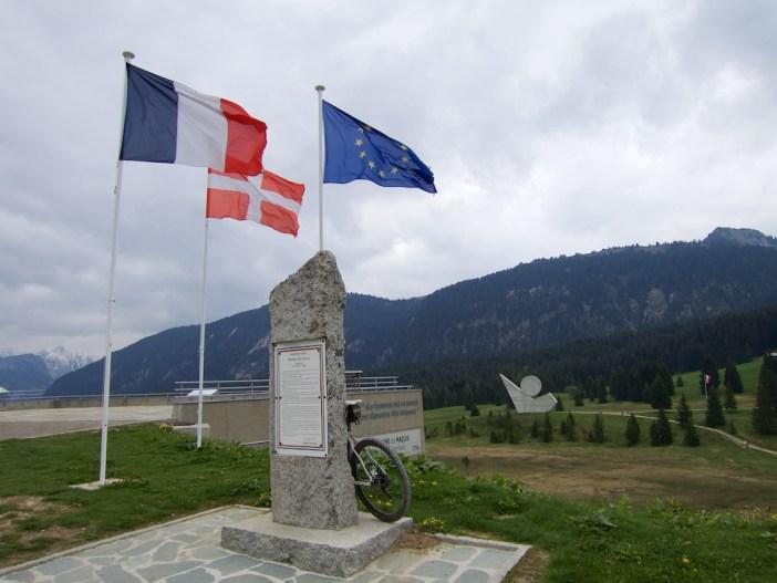Monument National de la Résistance in background