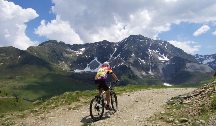 Road to Col de la Bathie