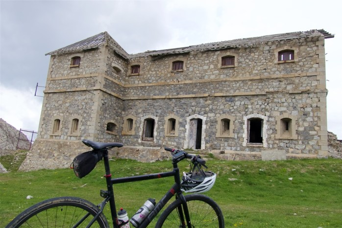 Main building, Fort du Janus
