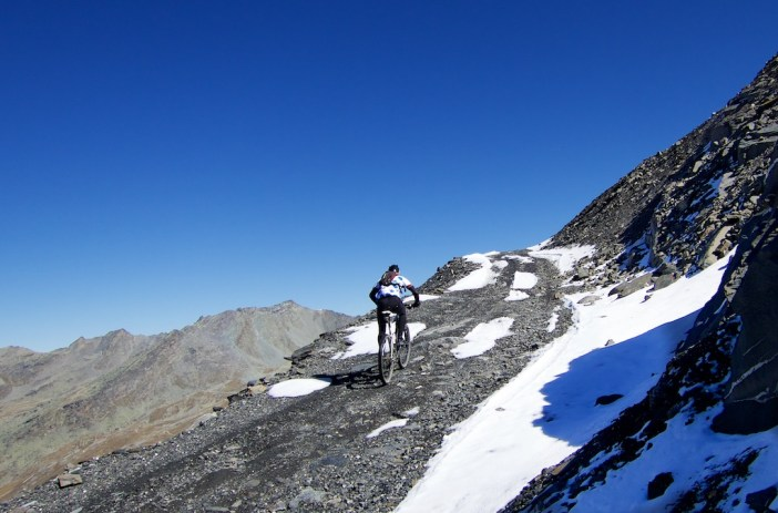 Road to Col de la Montée du Fond