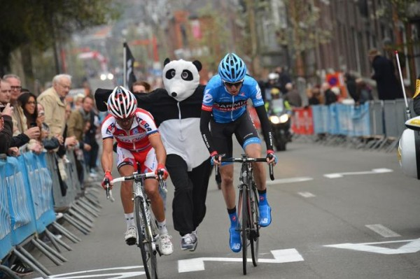 Dan Martin powers away from an unlikely opponent