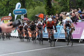 Vos & Armitstead cross the line