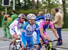 Alessandro Petacchi, hier geflankeerd door twee landgenoten, kwam er, na zijn vijfde plaats gisteren, vandaag niet aan te pas (foto: © Tim van Hengel/Cyclingstory.nl)
