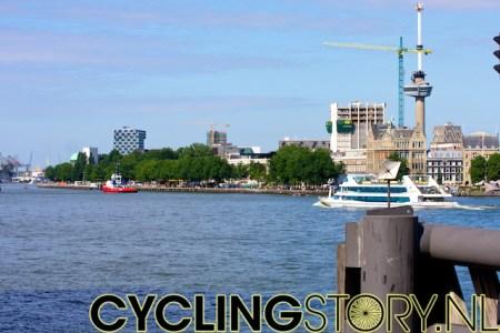 Aan de overkant van de Nieuwe Maas zal de start plaatsvinden van het rondje door de stad (foto: © Laurens Alblas/Cyclingstory.nl)