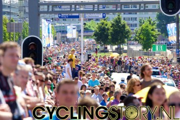 En het publiek blijft maar toestromen (foto: © Laurens Alblas/Cyclingstory.nl)