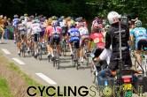 En daar ging het eerste peloton weer, op naar de Aubisque (foto: © Laurens Alblas/Cyclingstory.nl)