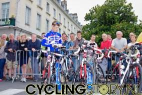 Veel mensen kwamen kijken om hun helden te zien (foto: © Laurens Alblas/Cyclingstory.nl)