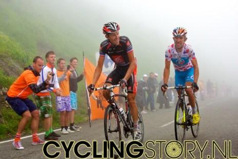Moreau beklimt de Tourmalet lachend, Charteau trekt een grimas (foto: © Laurens Alblas/Cyclingstory.nl)