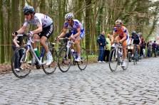 Niet ver daarachter rijdt onder meer Tom Boonen, dé hoop van de Vlamingen. (foto: © Laurens Alblas / Cyclingstory.nl)