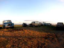 Övergivna Landrovers på Island i kvällsljus