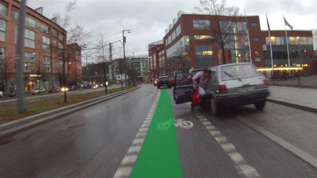 hur-bred-är-en-cykelbana2