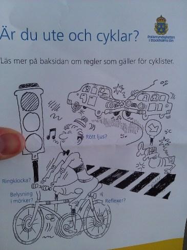 Polisen informerar cyklister i korsningen Kvarnbacksvägen/Ulvsundavägen.