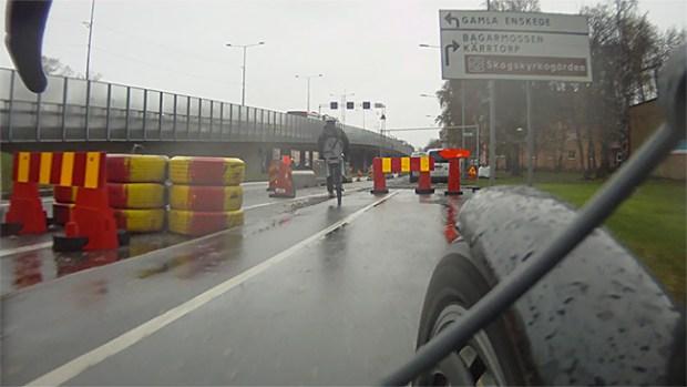 Några ordentliga skyltar livar upp ett vägarbete.