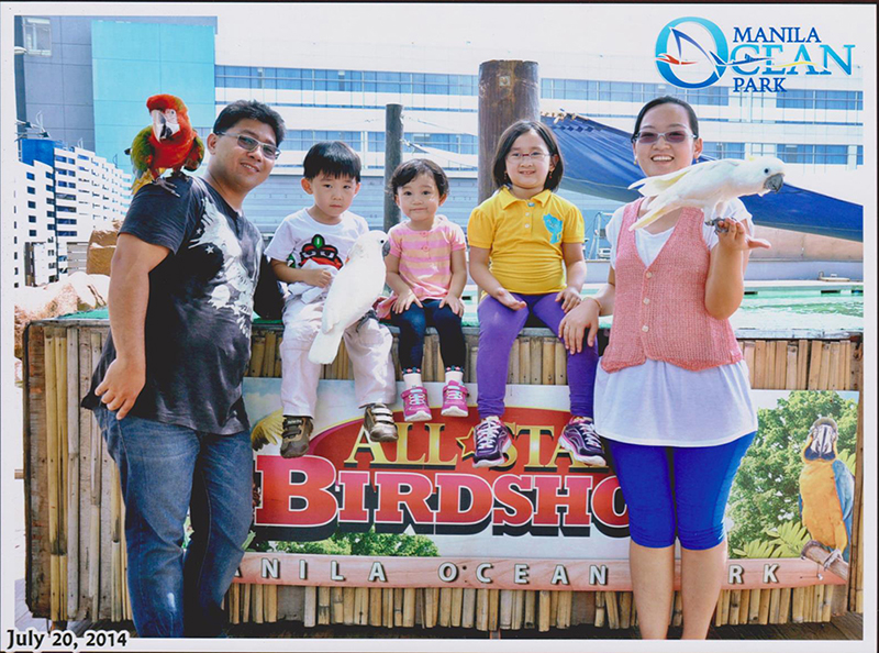manila ocean park bird show souvenir photo