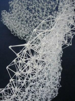 biennale art contemporain. Sculpture en coton tiges collés entre eux à la colle à chaud. Structure légère. Biennale de Mulhouse 012.