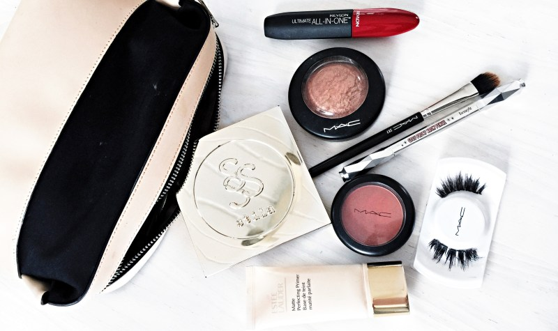 What's (Really) In My Makeup Bag + My 3 Go-To Looks