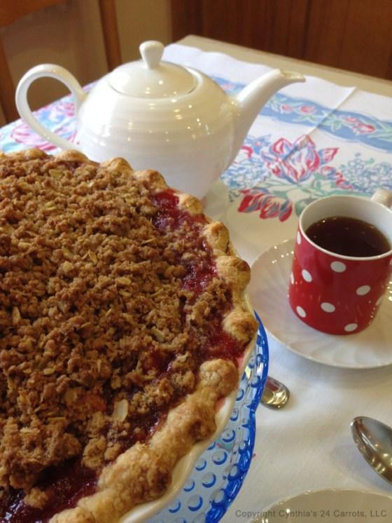 Apple-crumble-pie-with-tea