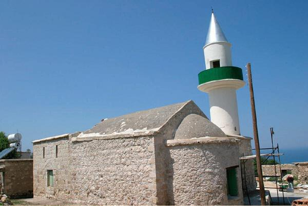 The mosque in the village of Pelathousa