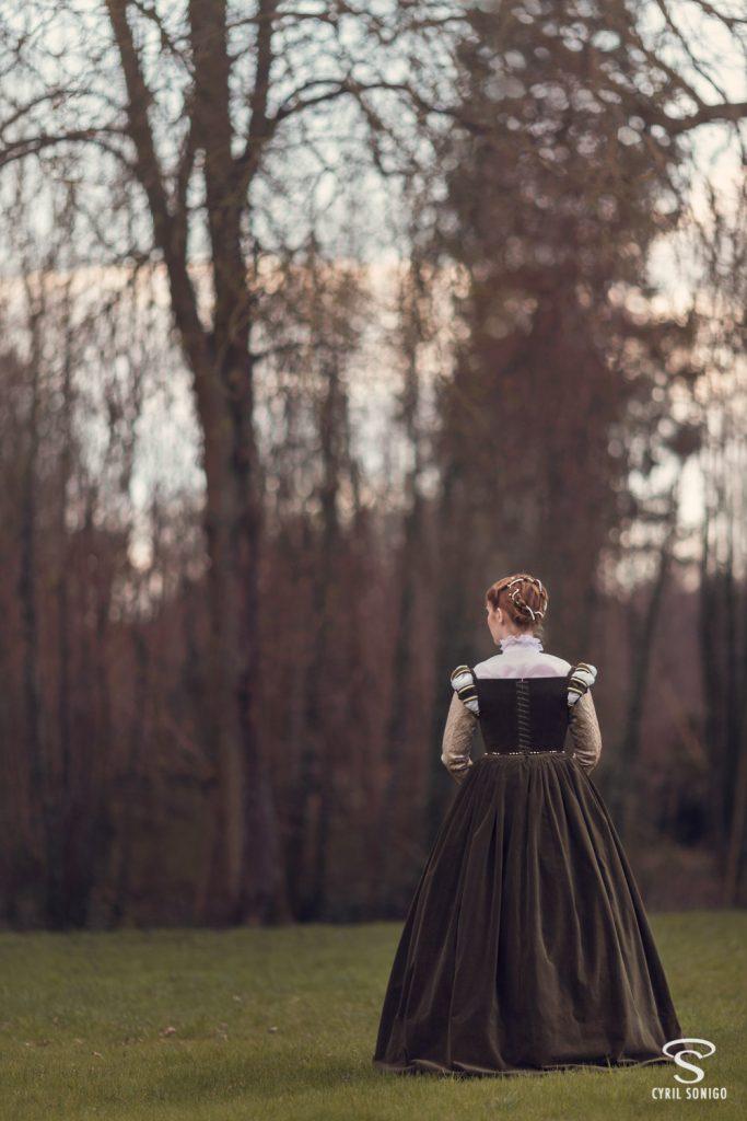 Costume historique d'une robe de la renaissance française par Esaïkha création.