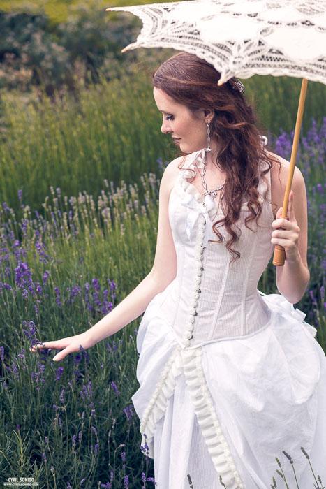 L'ombrelle mariage est un accessoire original et raffiné pour accompagner votre robe de mariée !