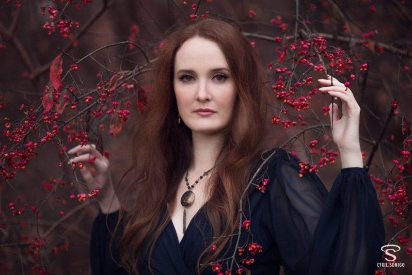 Portrait fine art rousse en automne par le photographe de portrait Cyril Sonigo