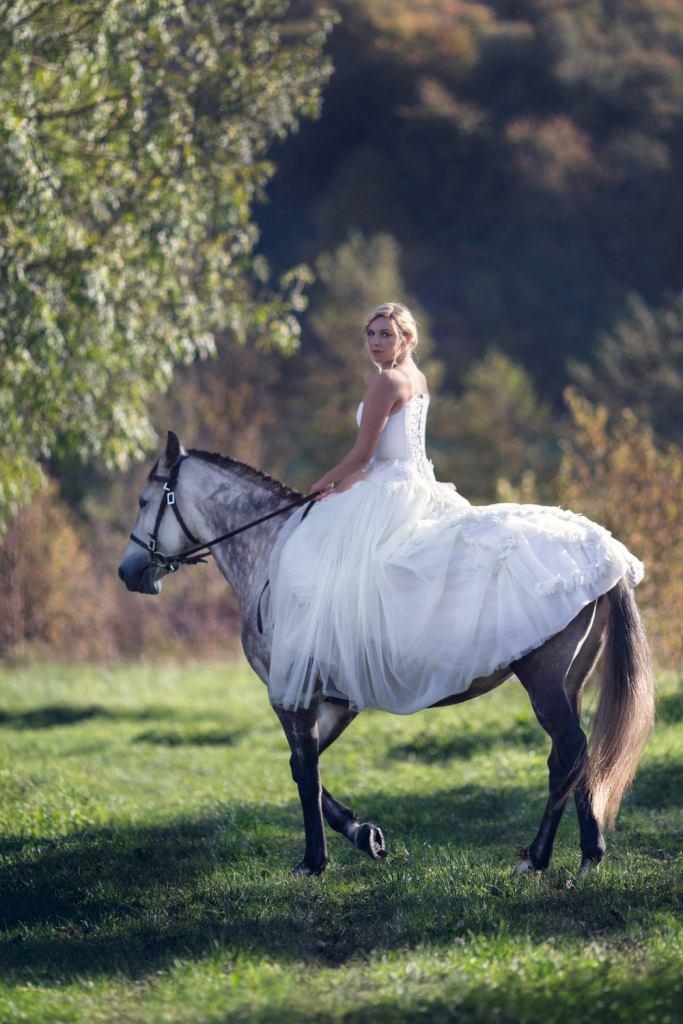 Mariée sur son cheval à la ferme de Muchedent