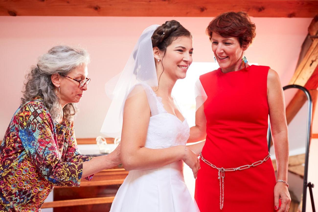 Préparatifs d'un mariage champêtre au domaine du Moulin des Planches à Montigny-sur-Avre