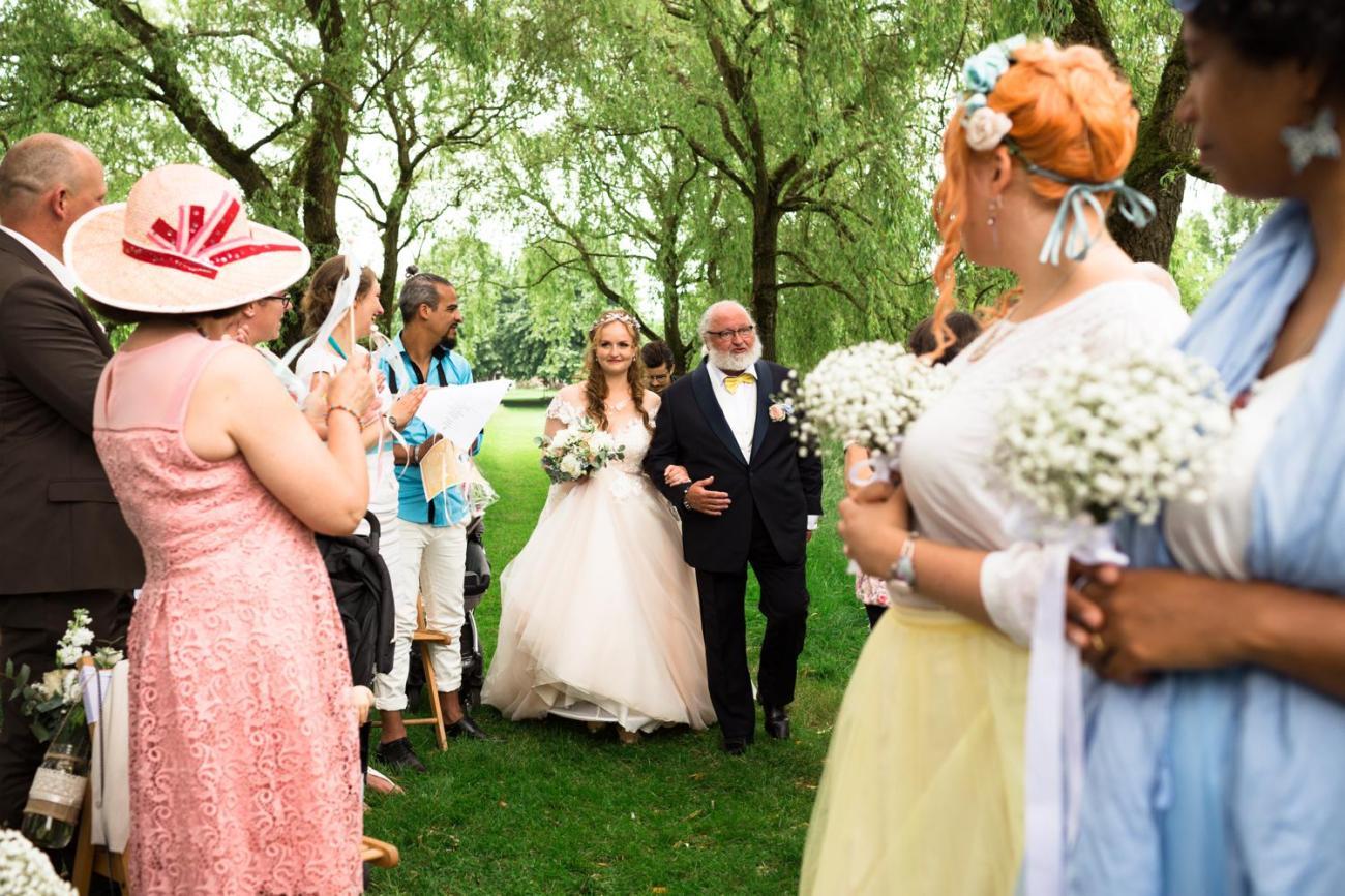 Cérémonie de mariage au Jardin Le Point du Jour à Verdelot