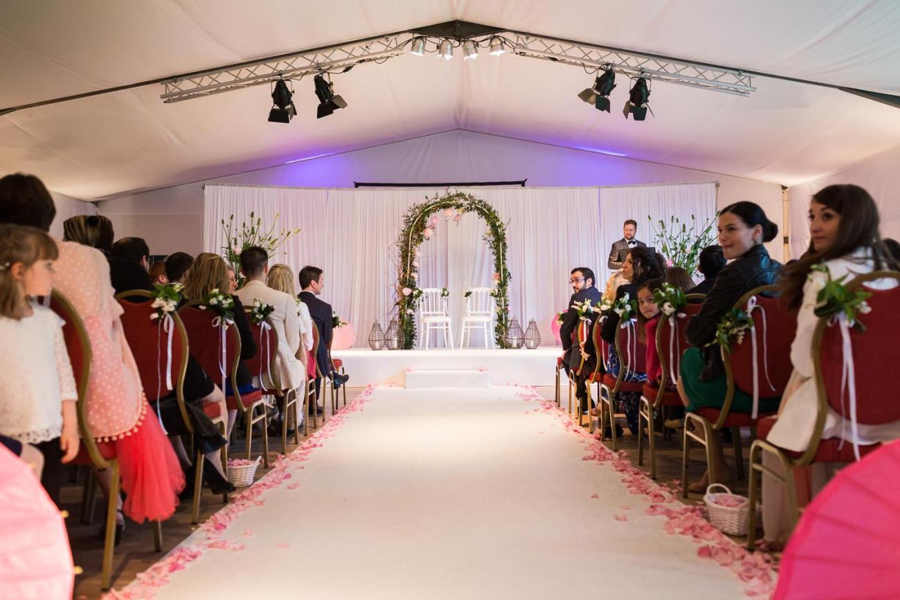 Cérémonie laïque d'un mariage au Domaine de la Butte Ronde à La Boissière-École au coeur de la forêt de Rambouillet