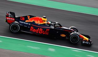 Red Bull RB14 Ricciardo Barcelona testy bok