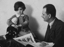 Kamila s Vilémem Novým v roce 1932_ S otcem později nadouho názorově rozešla foto archiv Kamily Moučkové_repro zdarma