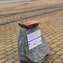 kámen s kladívky