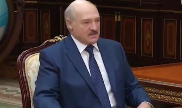 """A. Łukaszenka: """"… ktoś mi tego wirusa podrzucił""""! Nawiązał do wojny hybrydowej."""