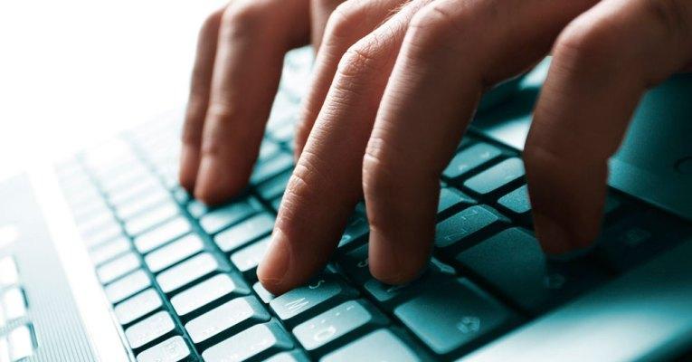 5124 asi es como debes colocar las manos cuando trabajas con el ordenador thumb fb-marketing