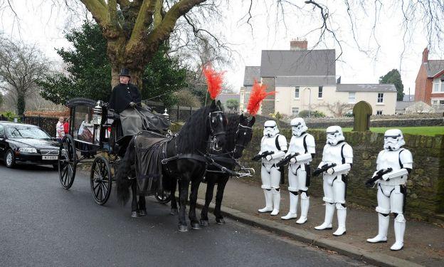 4 Stormtroopers pour les funerailles