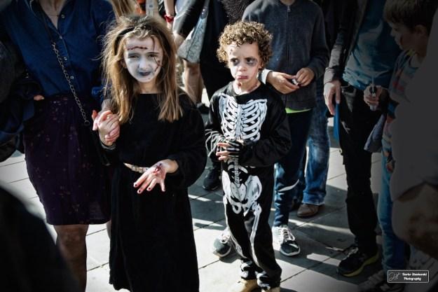 Une Sorcière et un squelette qui ont aussi bien leur place à la Zombie Walk que le soir d'Halloween (D.Stankovski)