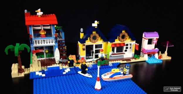 Entre la maison de la plage et le poste de secours, la cabane est sur une plage bien occupée... (D.Stankovski)