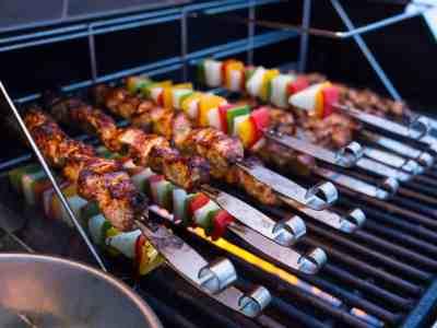 wpid6987-Grilled-Pork-Tenderloin-Skewers-with-Sweet-Thai-Chili-Dipping-Sauce-7511.jpg