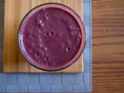 wpid7215-Very-Berry-Smoothie-with-Kale-0040.jpg