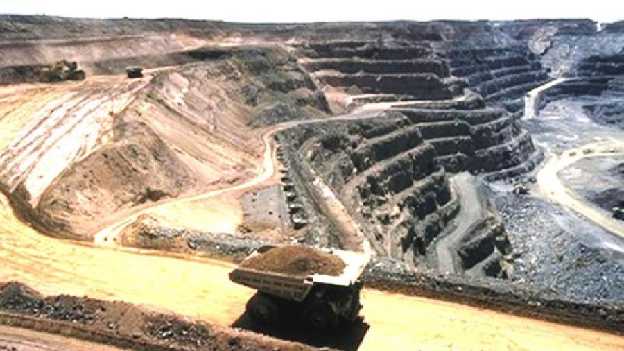 """تطورات مثيرة في قضية اعتصام عمال شركة """"كلومين"""" للمناولة المعدنية بمنجم إميضر"""