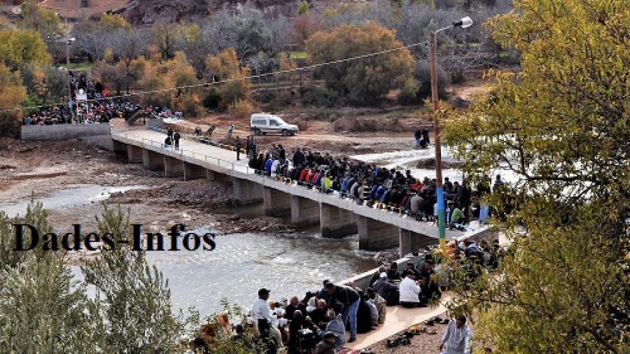 """Une noble initiative de """"Twiza"""" à """"Ayt Hmouden"""" a réussi la construction d'un pont"""